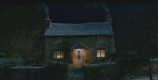 Iriss-Rosehill-Cottage-Surrey-The-Holiday-at-night