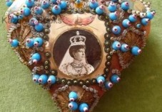 queen-vic-pin-cushion-400x280