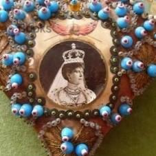 queen-vic-pin-cushion-400x280
