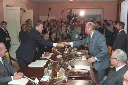 818px-Gorbachev_and_Reagan_1985-9.jpg